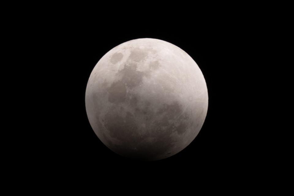 【皆既月食】 2018/01/31 21:16:58 部分開始